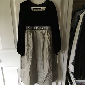 NWT Hanna Andersson Black and Gold Velvet Dress